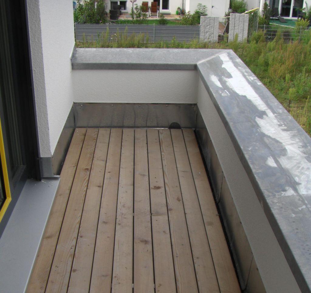 Облицовочный материал можно использовать как для открытого, так и для остекленного балкона