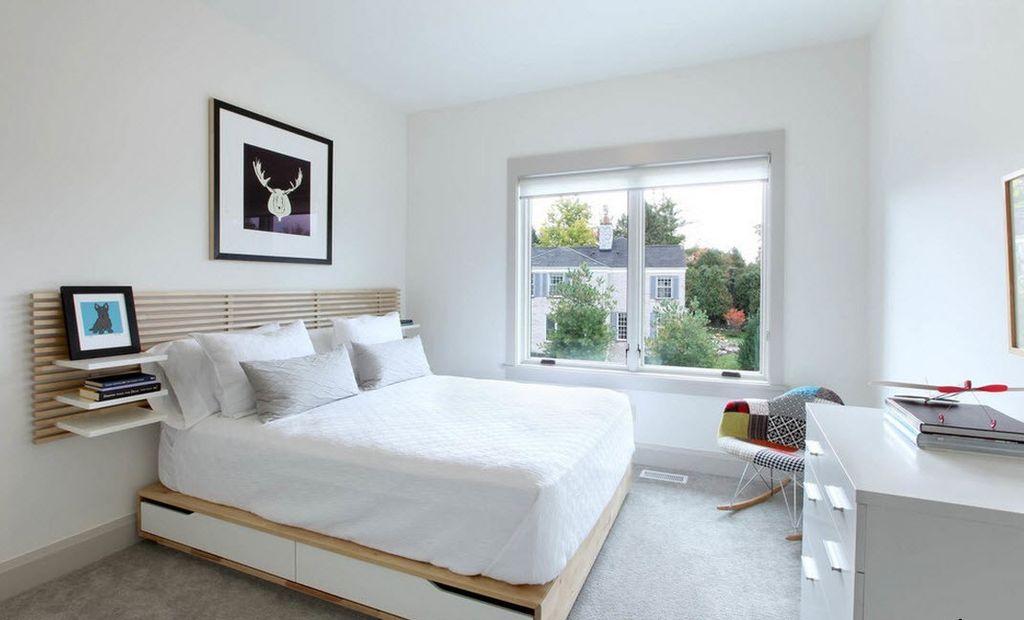 Белая спальня в стиле минимализм обязательно должна иметь несколько ярких предметов декора