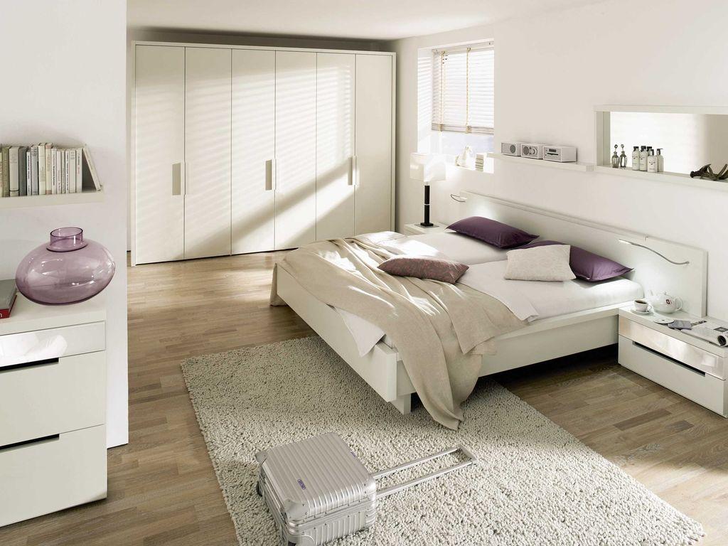 Мебель может как быть одинакового цвета со стенами, так и отличаться на несколько тонов