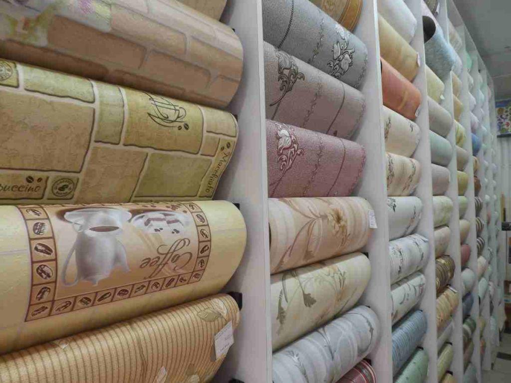 сновными преимуществами бумажных обоев является низкая стоимость, экологичность, простота монтажа