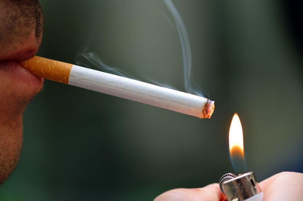Если нарушения закона о курении происходит оправданно, то соседи имеют право вызвать участкового