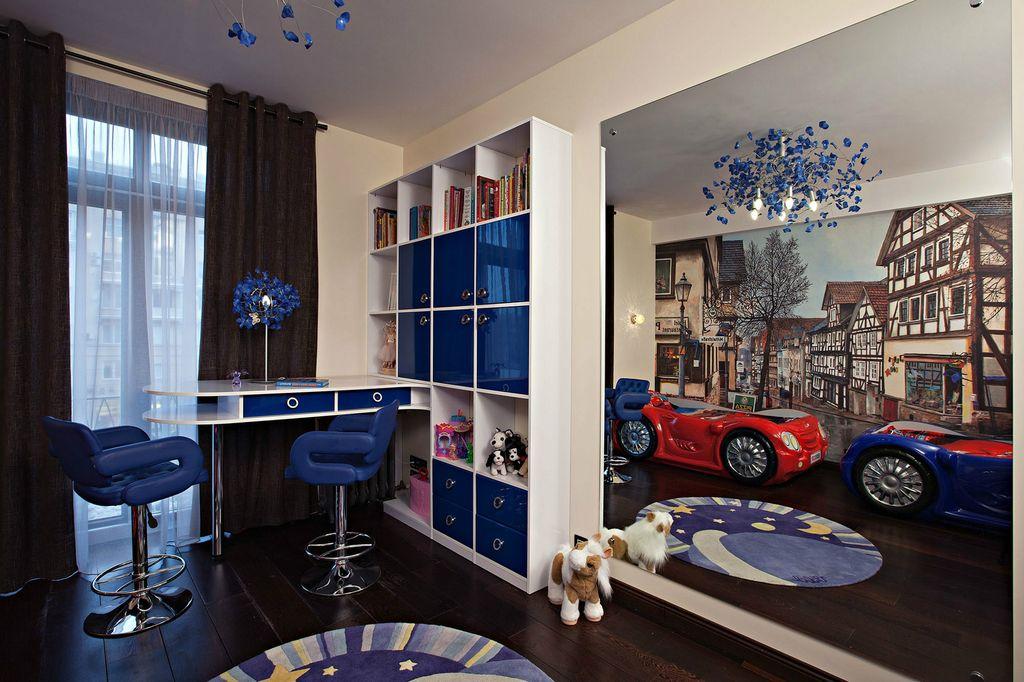 Для мальчика хорошо подойдут синие цвета и тематическое оформление