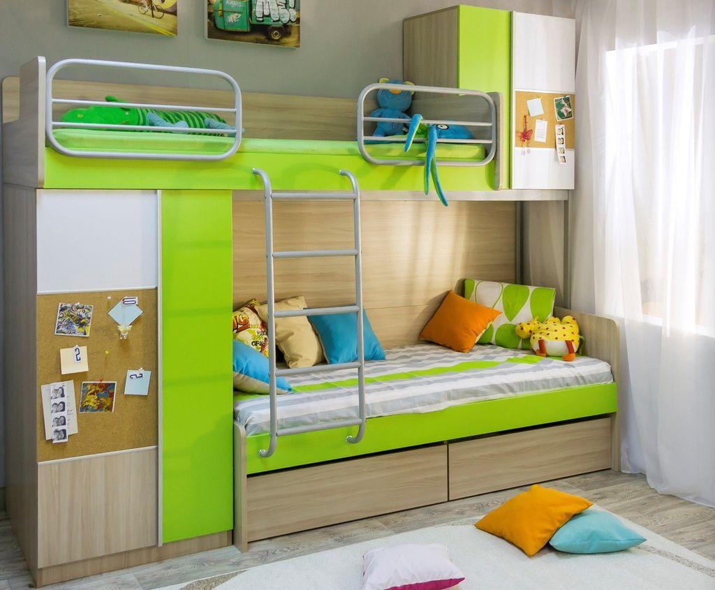 Для двух детей идеальным вариантом будет двухъярусная кровать-чердак