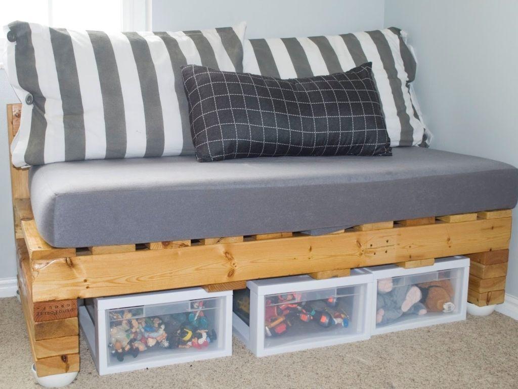 Изготовление кровати из европоддонов – несложная задача, поэтому для работы понадобится минимум инструментов