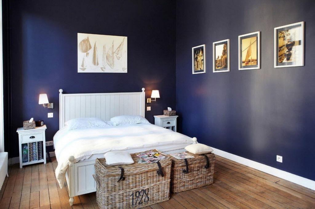Грамотная расстановка цветов позволяет не утопить помещение во мраке, а создать стильный дизайн