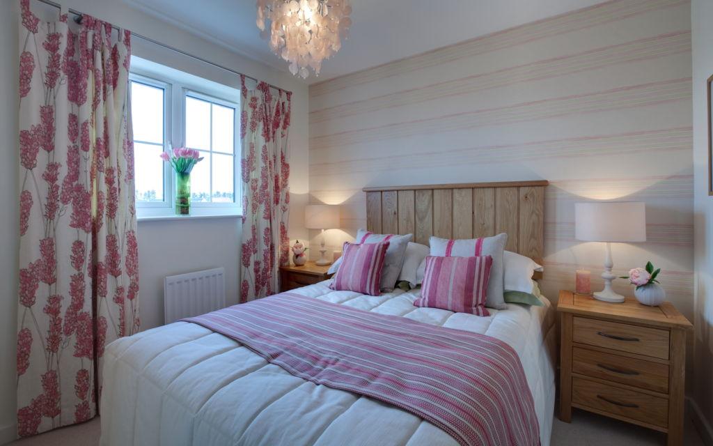 Сочетая друг с другом разные покрытия и фактуры, можно обозначить отдельные участки в комнате