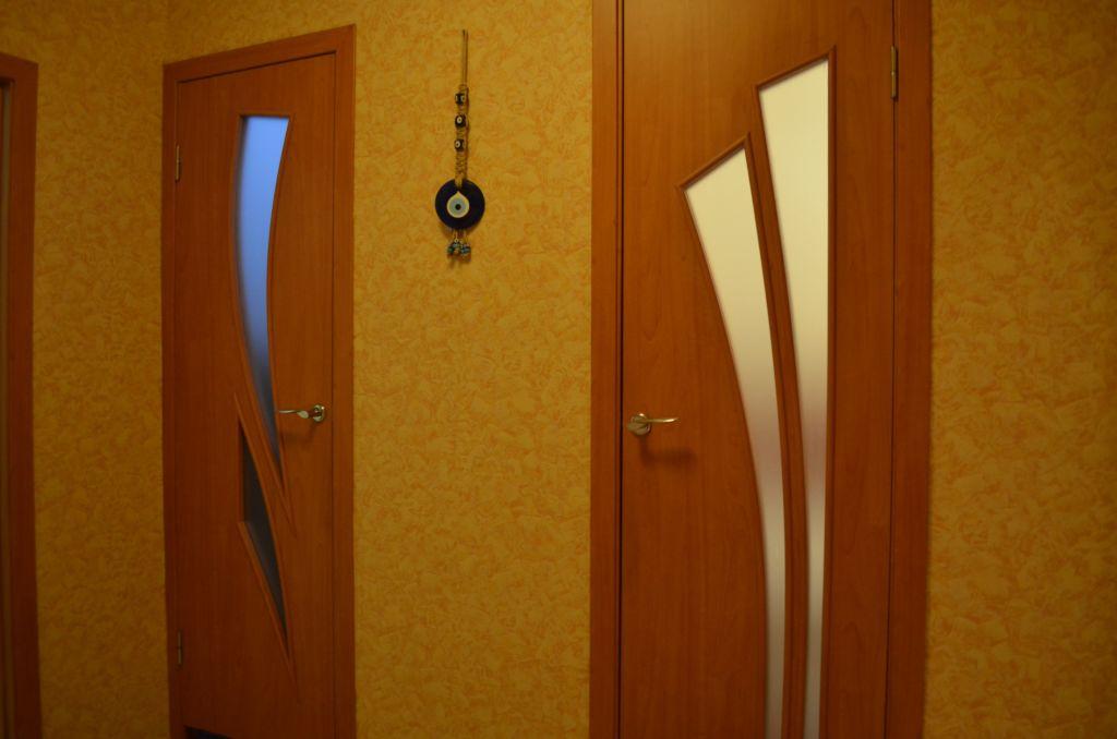 Двери должны быть практичными, и в то же время вписываться в интерьер ванной и всего дома