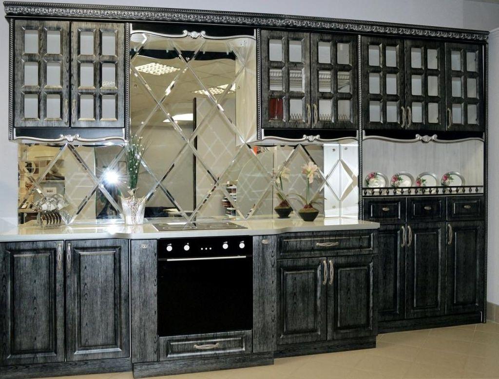 Если кухня маленькая, то такой вид декора визуально расширит пространство