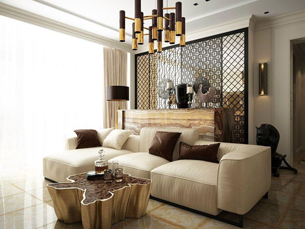С бежевой отделкой хорошо будут сочетаться элементы мебели с имитацией под золото