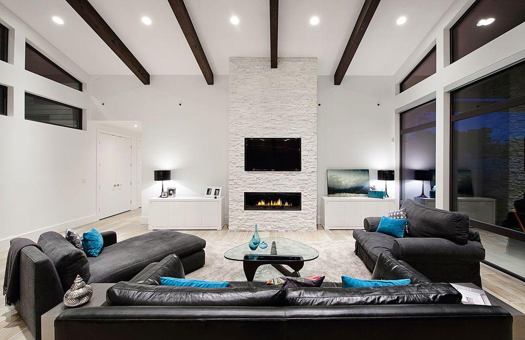 Потолок может быть как одноуровневым натяжным, так и многоуровневым подвесным