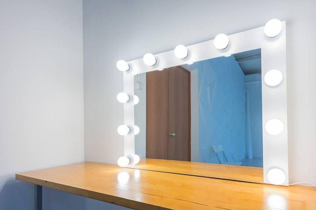 Для скандинавского стиля подойдет отделка белой краской или натуральная деревянная поверхность