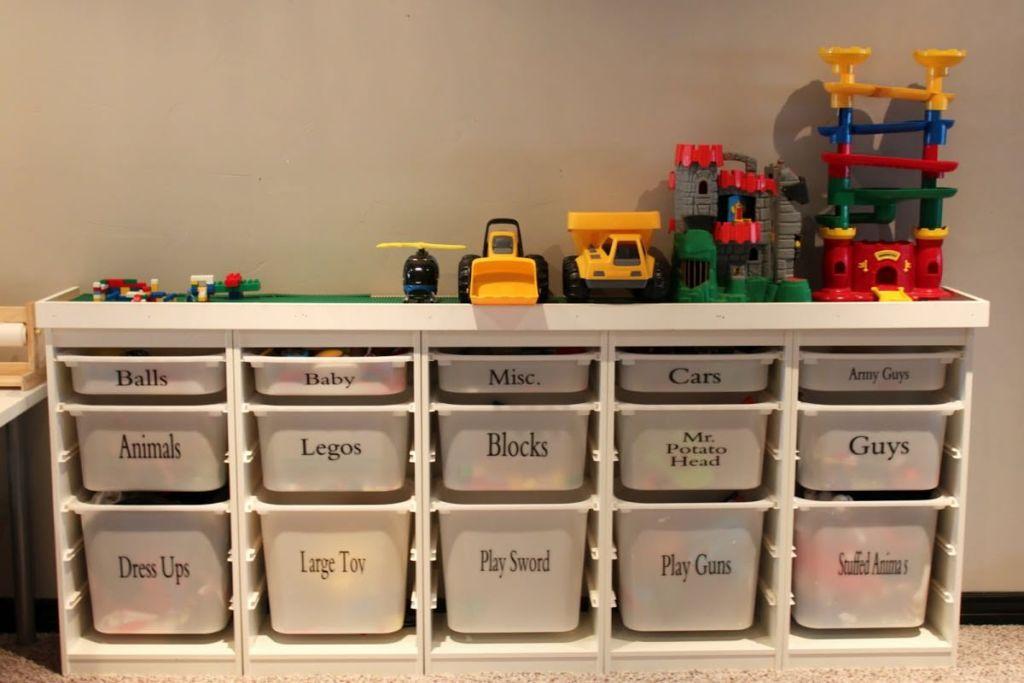 Пластиковые контейнеры для хранения детских игрушек