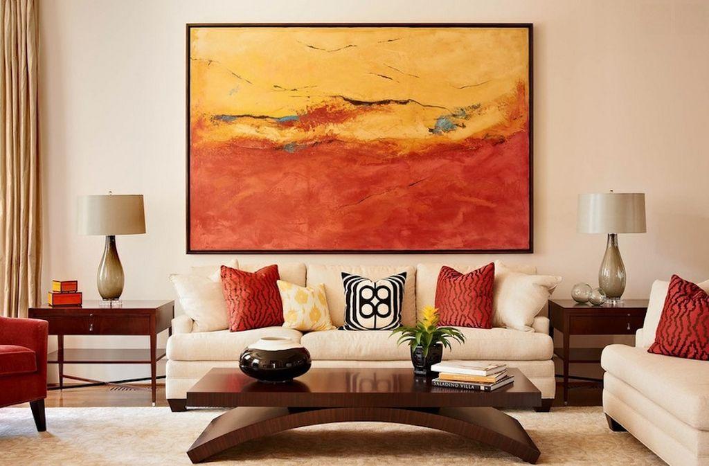 Цвета картины рекомендуется сочетать с отделкой стен и обивкой мягкой мебели