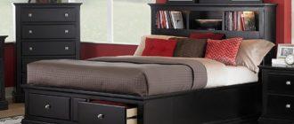 Как вписать кровать с полками в изголовье в готовый интерьер спальни