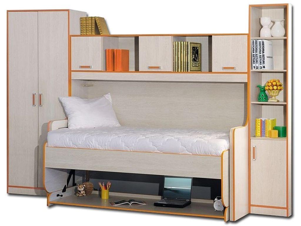 Полки над кроватью можно украсить любыми аксессуарами или попросту книгами