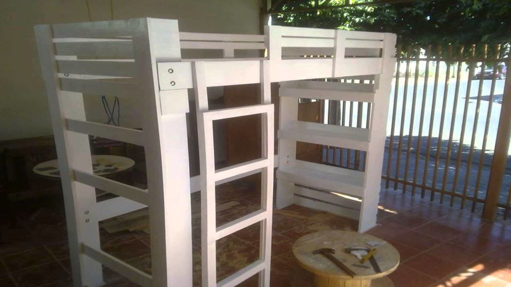 Для детских комнат изготавливается двухъярусная мебель