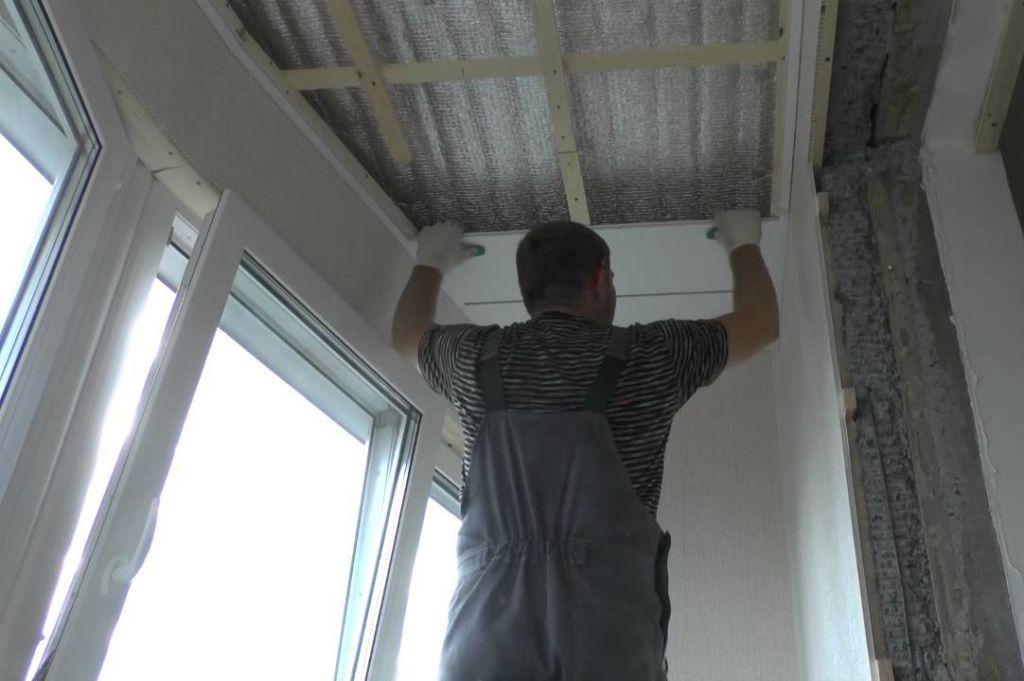 Полая структура панелей и их специфическое устройство делает всю систему лёгкой, гибкой и прочной