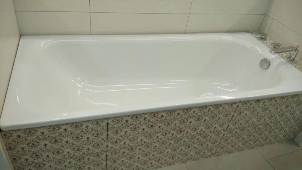 Стальные ванны могут комплектоваться дополнительными опциями, повышающими комфортность их использования
