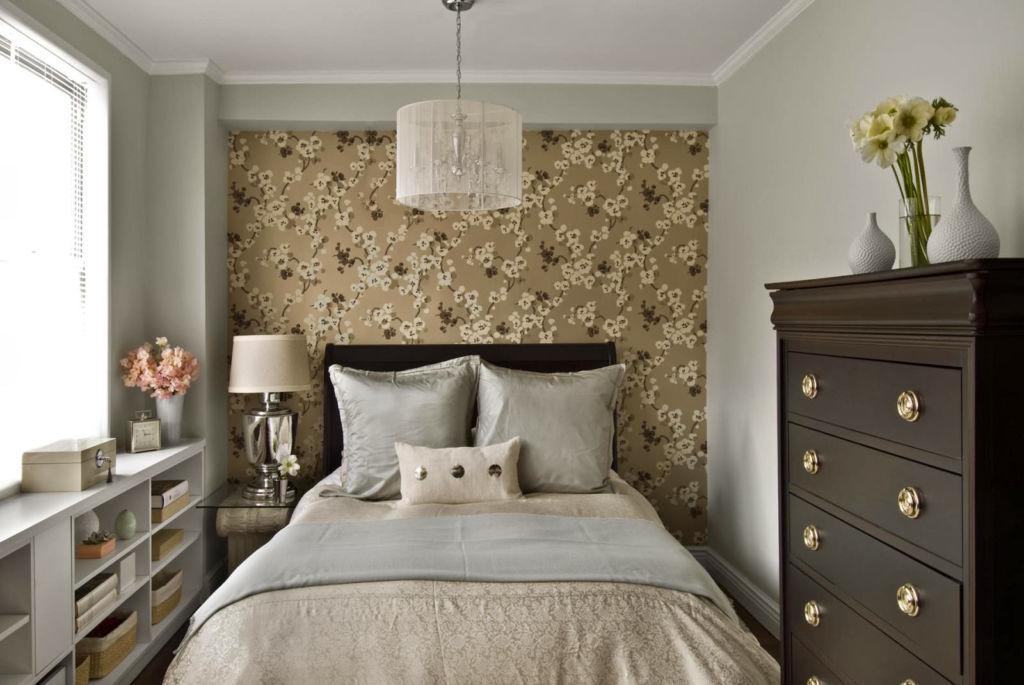 Стильный дизайн спальни 15 кв. м. поможет функционально расположить предметы интерьера