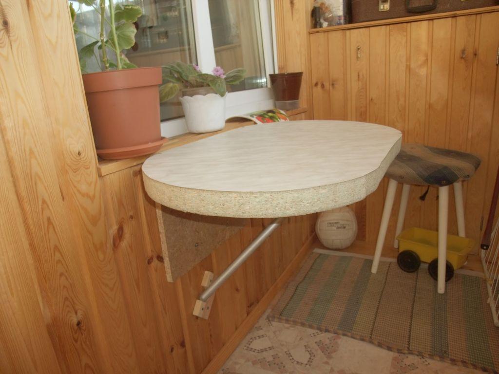 Как сделать удобный стол на балкон своими руками