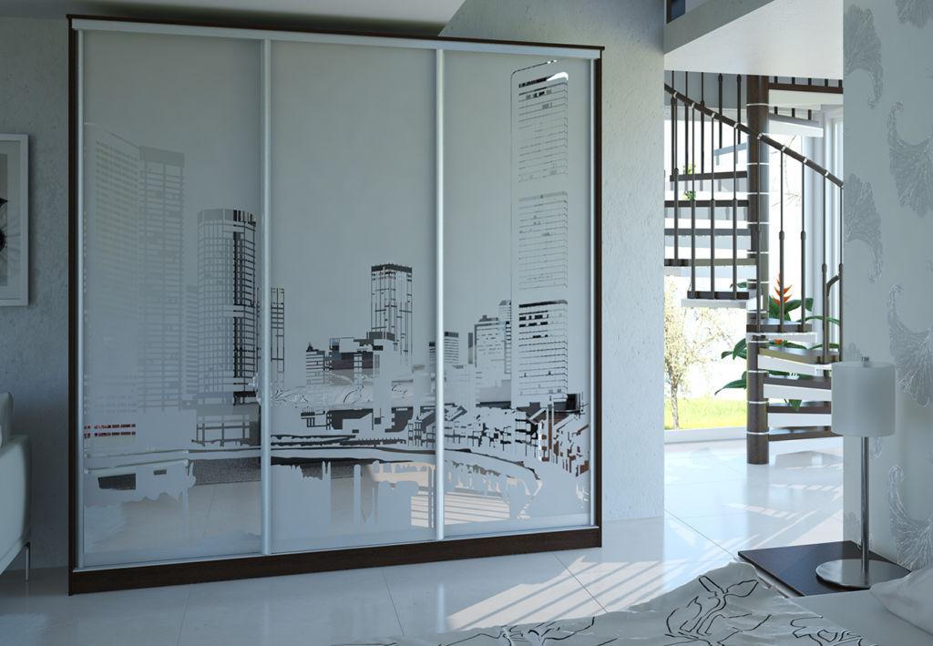 Пескоструйный рисунок позволяет облагородить фасад