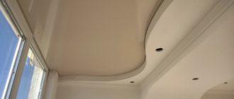 6 материалов, подходящих для отделки потолка на балконе