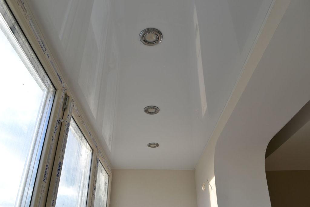 Перед началом работ неплохо будет пригласить специалиста, который оценит общее состояние балкона и даст добро на гидроизоляцию