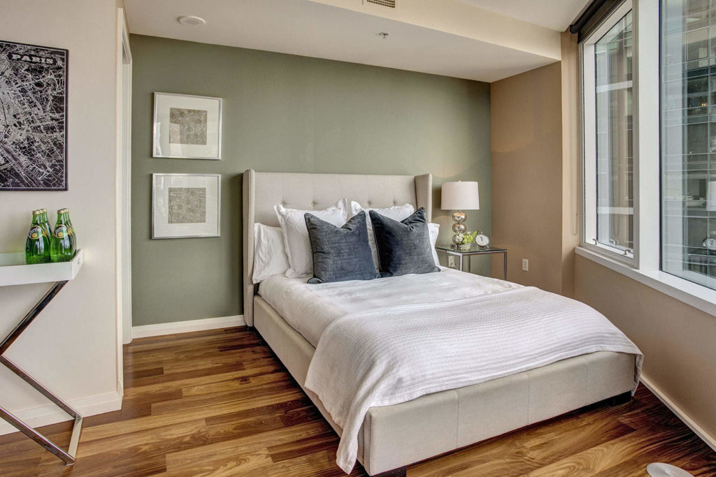Очень важно выбрать местоположение кровати в вашей спальне, так как от этого зависит, будет ли ваш сон и отдых полноценным