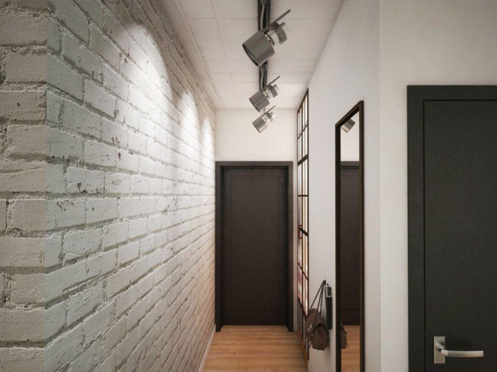 Узкие прихожие визуально станут больше за счет светлых стен, имитирующих кирпичную кладку