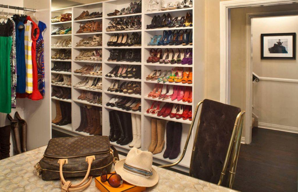 Такое решение подойдет для большой семьи или владельцам гардеробной
