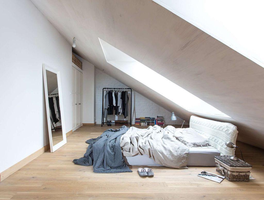 Если есть возможность, можно приобрести низкую кровать без ножек