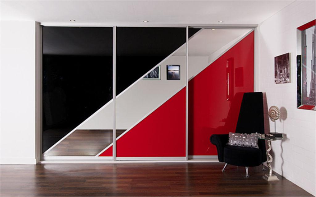 Фасад шкафа купе с диагональными вставками