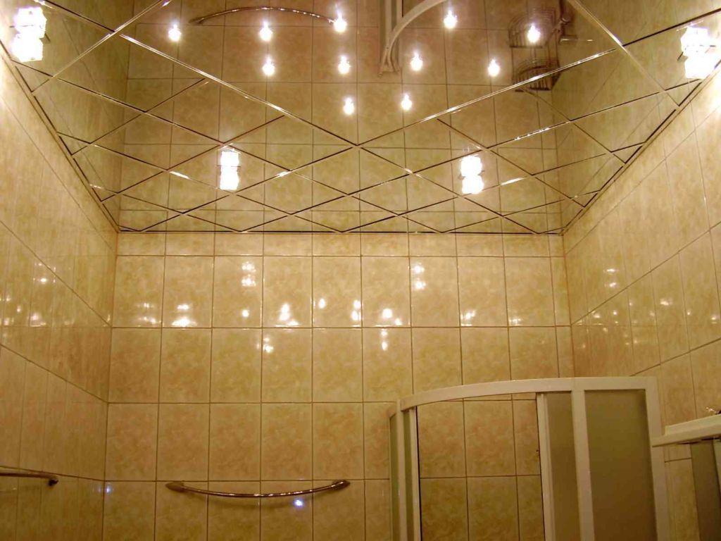 Зеркальный потолок же это модернизированный, эффектно смотрящийся способ оригинального украшения комнаты