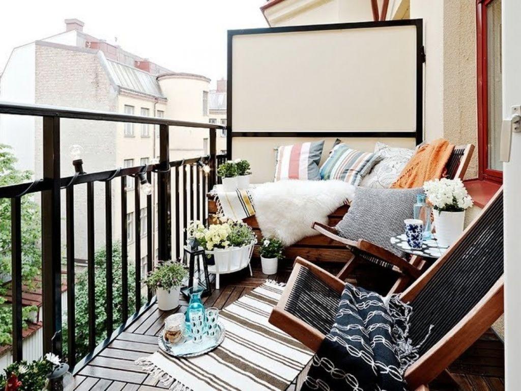 Балкон также может служить местом, где вы сможете приятно провести время со своими близкими и друзьями