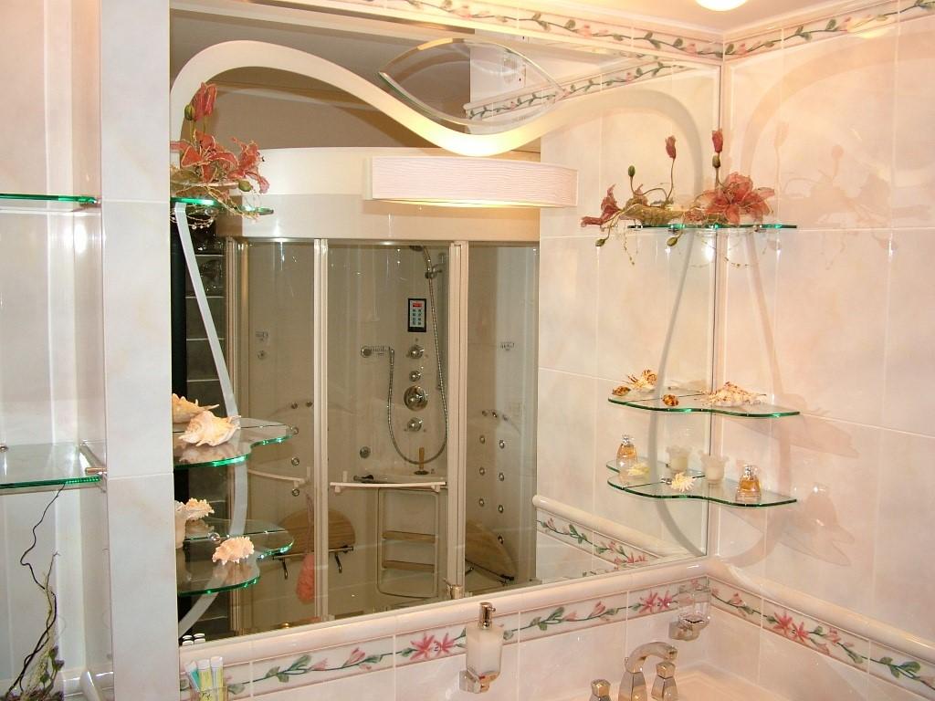 Полки, которые устанавливаются в ванной комнате, преимущественно используются для хранения самых различных предметов личной гигиены