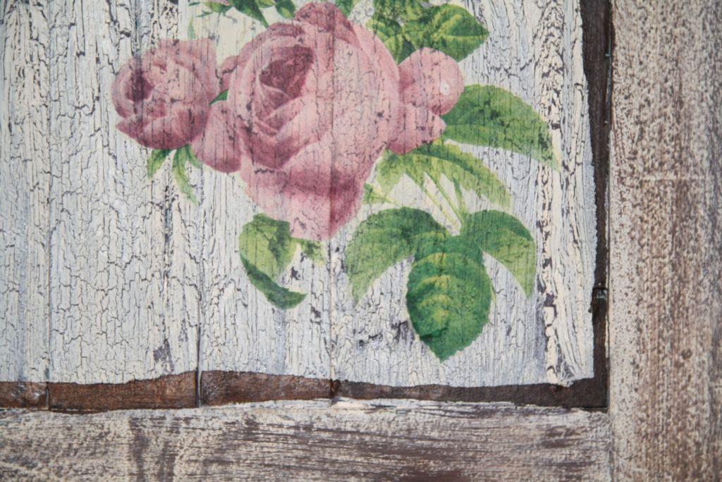 Кракелюр - это способ покраски, при котором основной слой краски, эмали или шпатлевки растрескивается
