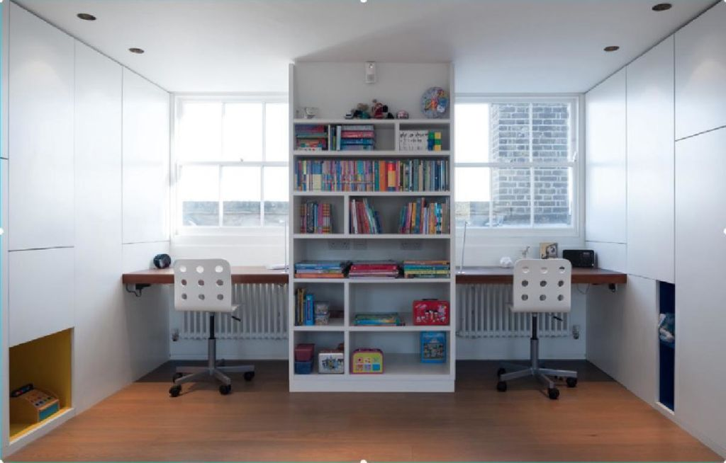 Зонирование общего стола для двоих детей можно осуществить разными способами