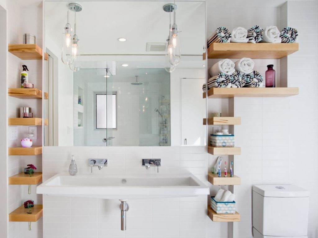 Полки для ванной комнаты имеют различный дизайн, подходящий для любого интерьера