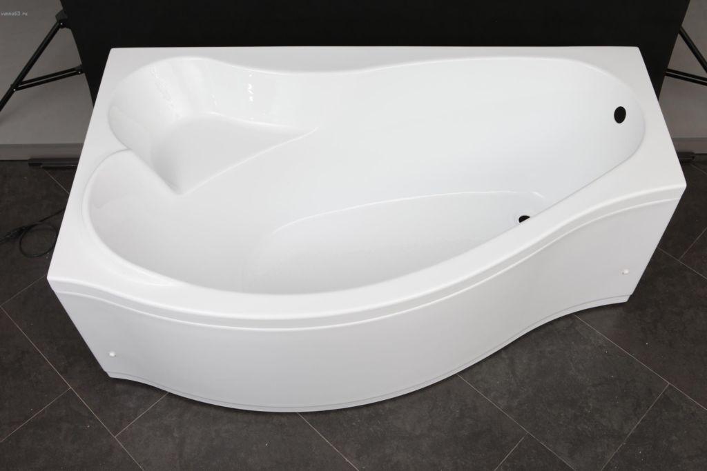 Габаритные размеры зависят от просторности помещения, где будет размещаться ванна