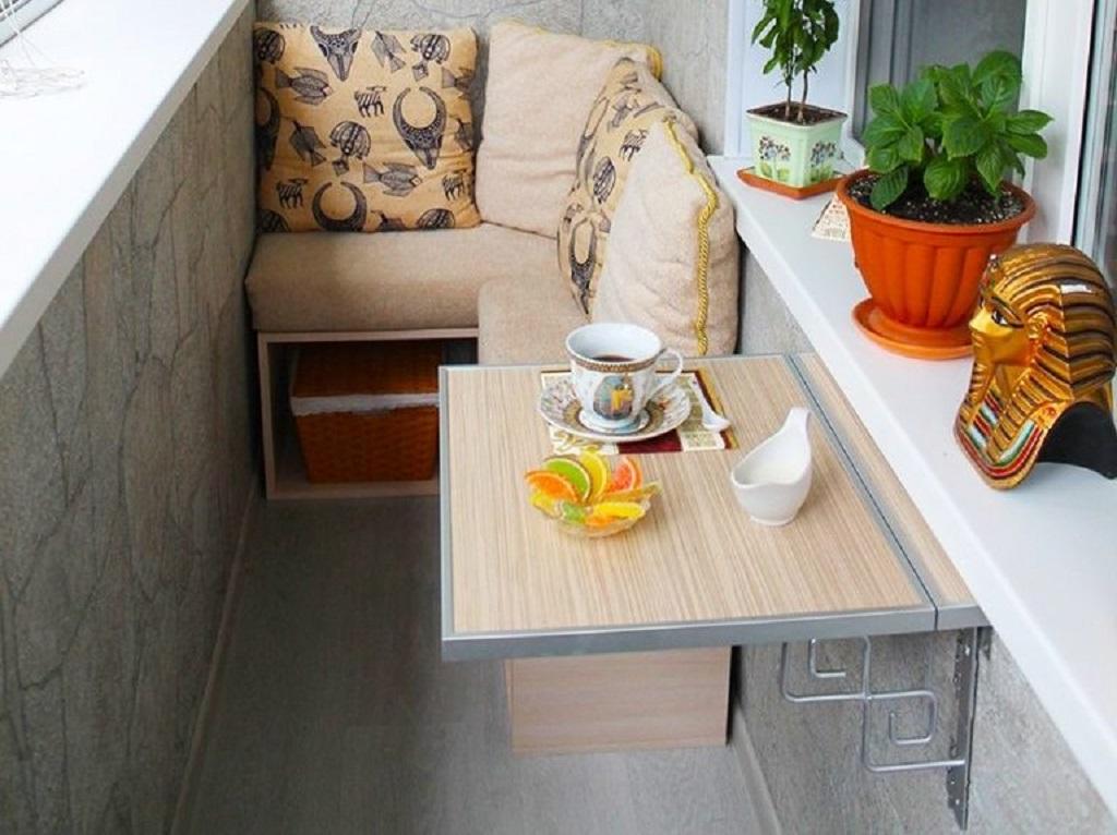 столик на балконе фото