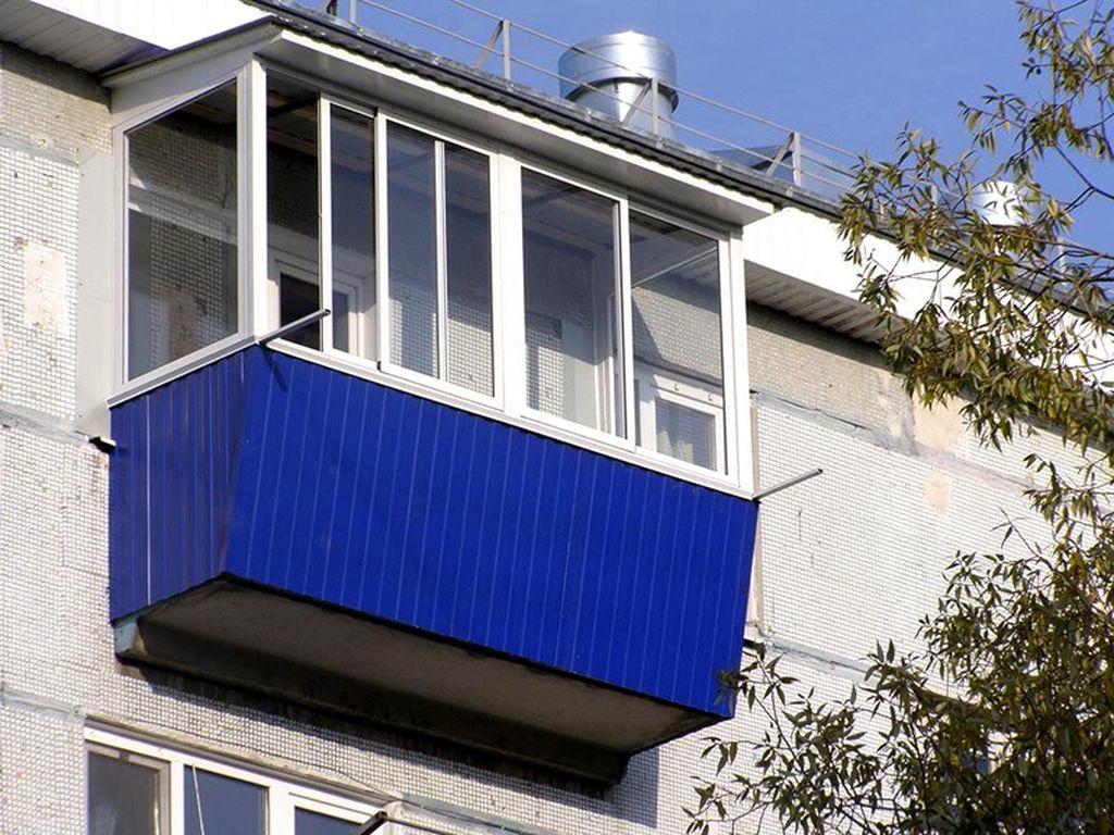 Большинство наружных балконов представляют из себя конструкцию с бетонным основанием