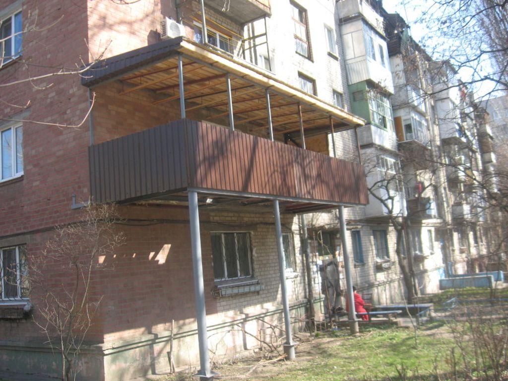 При желании можно установить балкон на внешних опорах