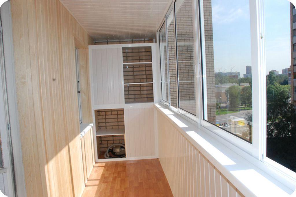 В большинстве случаев лоджия превышает по размеру балконное пространство