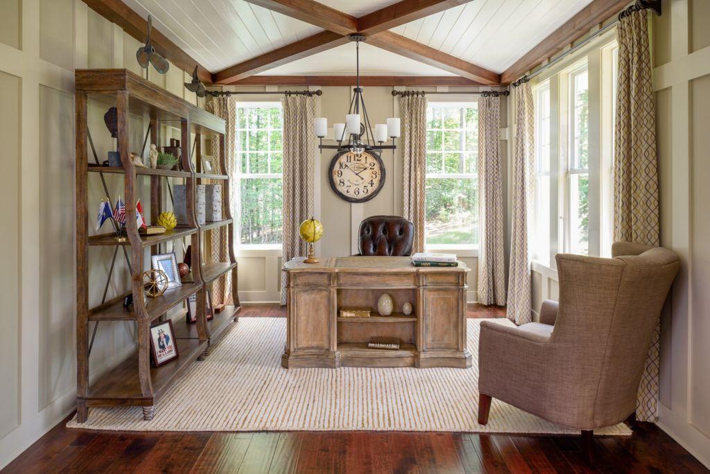 Если помещение находится в частном доме, то это может быть комната большого размера