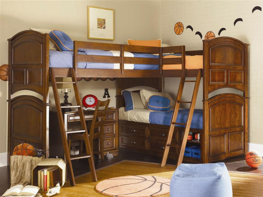 Детям младше пяти лет не рекомендуется спать на верхних ярусах
