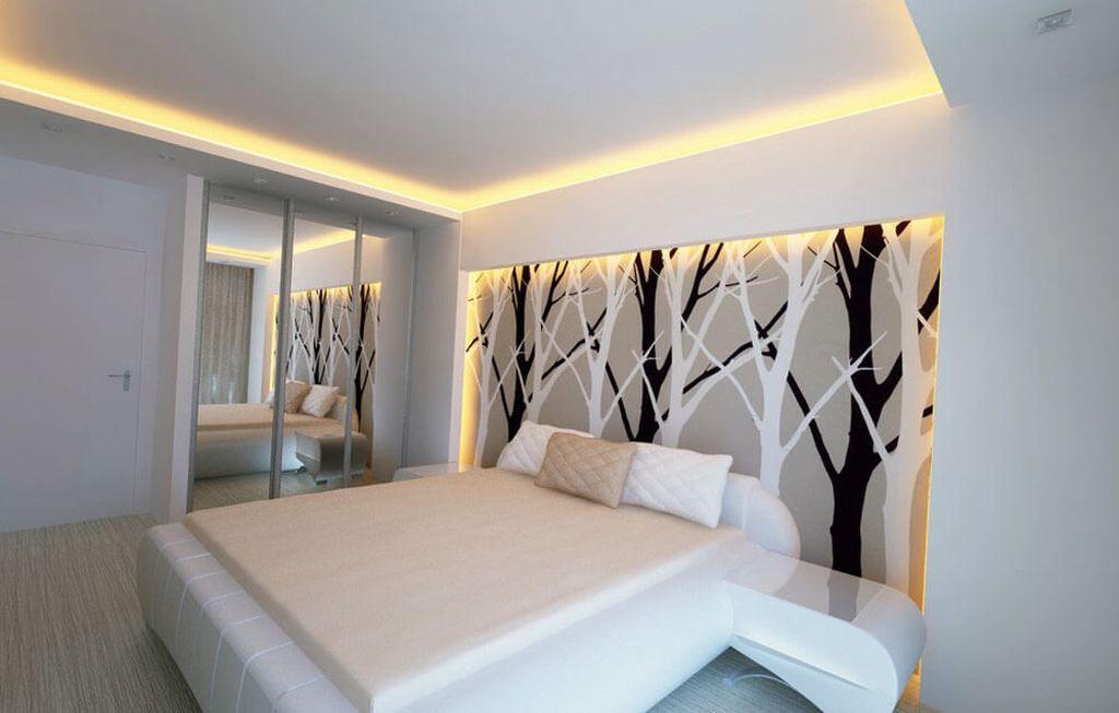 Матовый потолок похож на идеально оштукатуренную поверхность