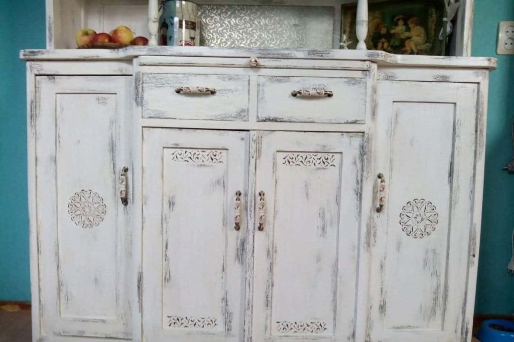 Декупаж шкафа своими руками позволяет обновить старую мебель и вписать в современный интерьер