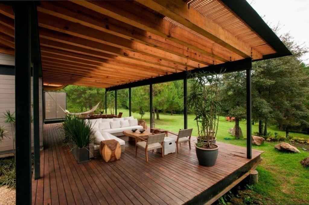 Идеальным вариантом будет разместить выход на террасу из гостиной или столовой