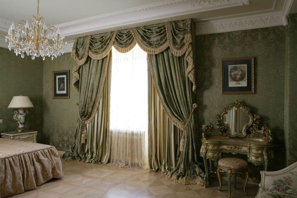 Тяжелые и большие портьеры характерны для классического стиля и барокко